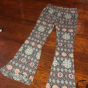Patterned stretchy flare pants